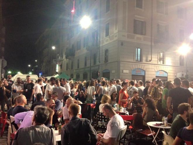 L'affollato dehors del Mono. Vorrei Milano così tutto l'anno!